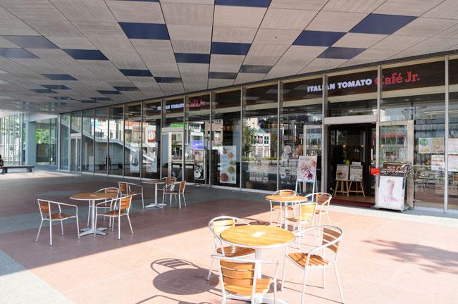 キャンパス内のカフェレストランは誰でも利用可能