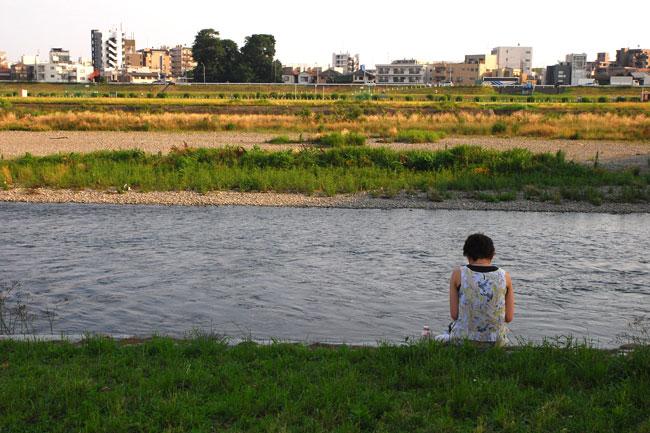 川を渡った先には二子新地の街並みが広がっている