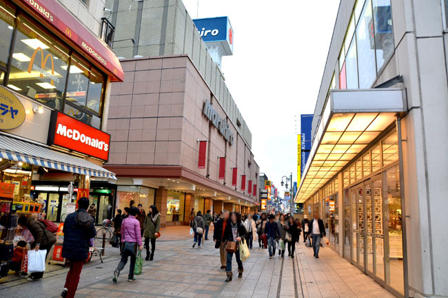 百貨店やアパレルショップが建ち並ぶ「クレアモール」