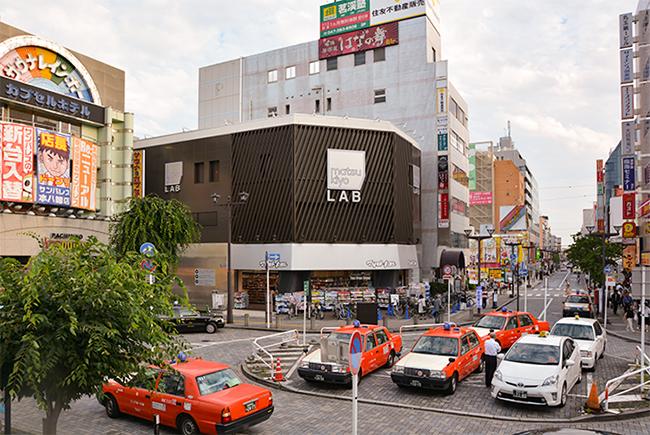 matsukiyo LAB(マツキヨラボ)」と南口のロータリー