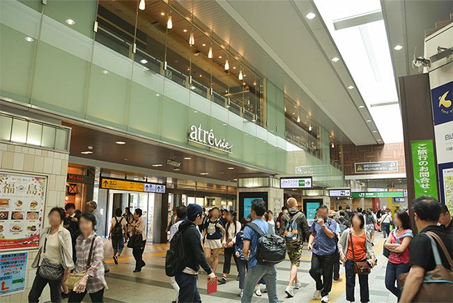 レストランやデリ、カフェ、雑貨店などのテナントが入った駅ビル「アトレヴィ巣鴨」が2010年にオープンしたことで、ますます便利になった巣鴨
