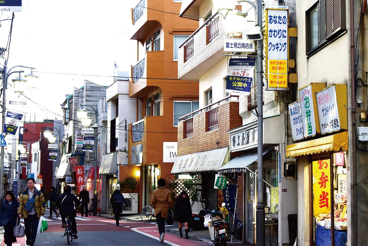 富士見丘商店街には昭和の趣を残す店舗も