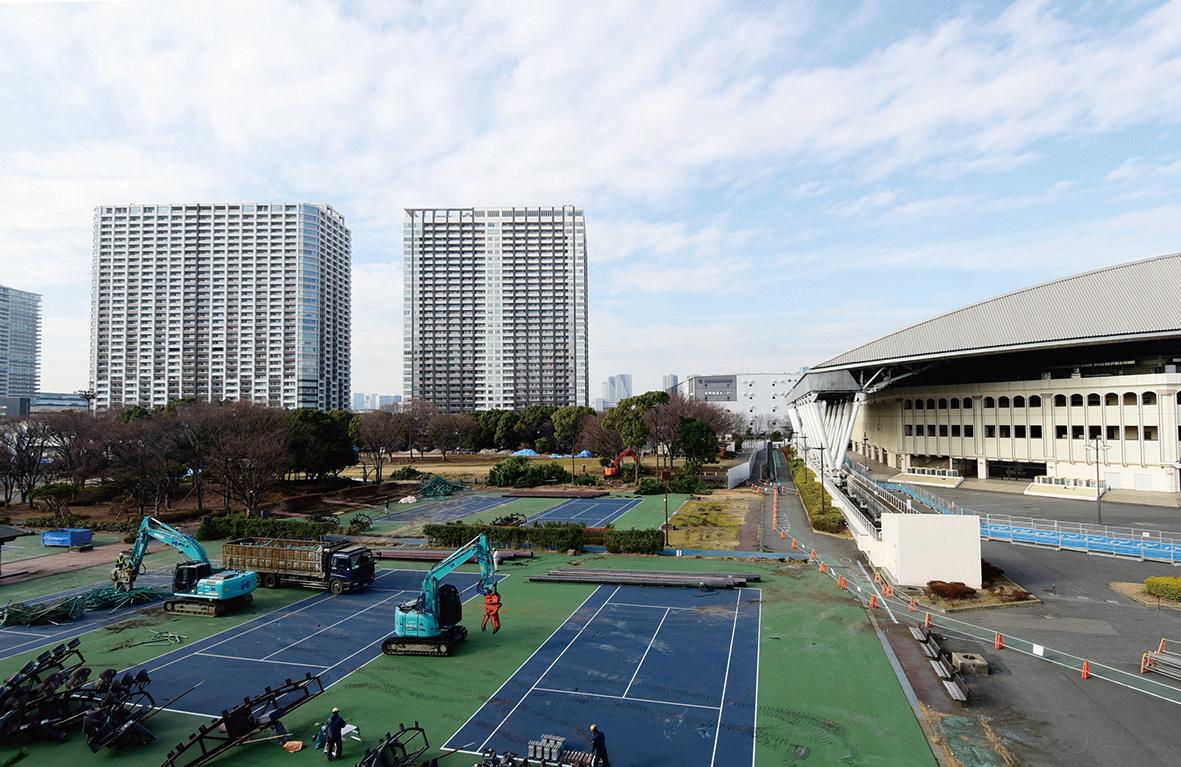 東京五輪会場整備が進む有明テニスの森公園