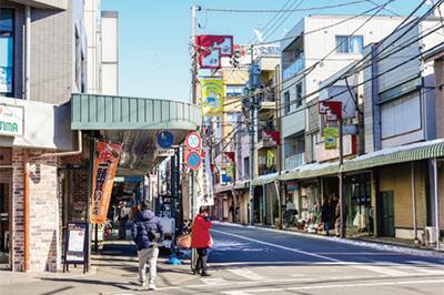 新井薬師駅南口から中野駅まで商店街が続く