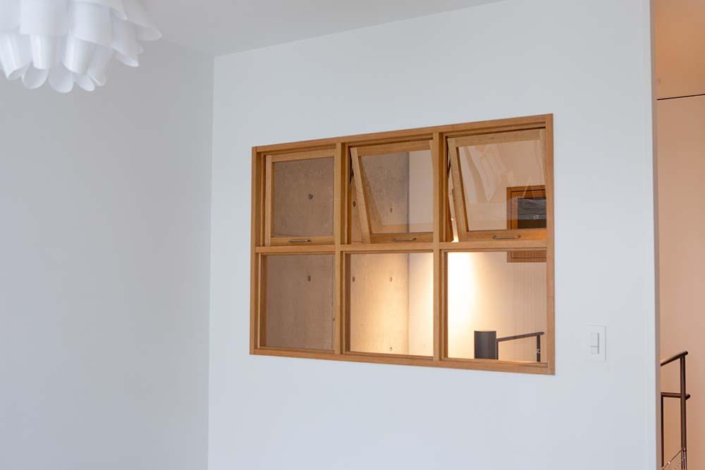 寝室の室内窓