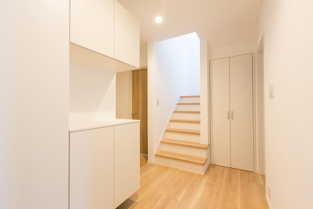 廊下に設置された階段