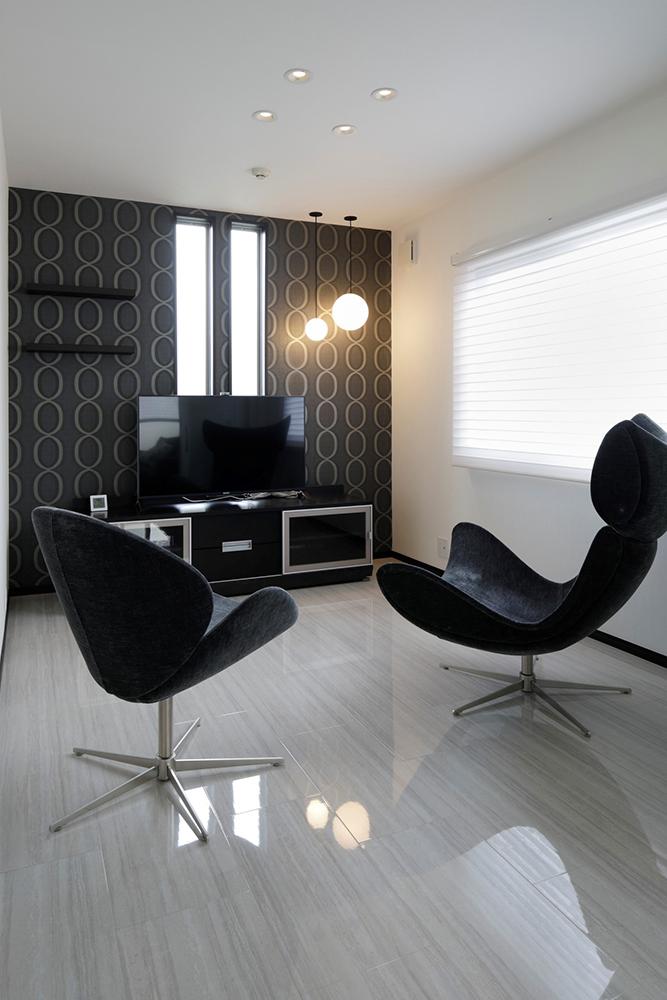 家具も含めモノトーンでシックに統一
