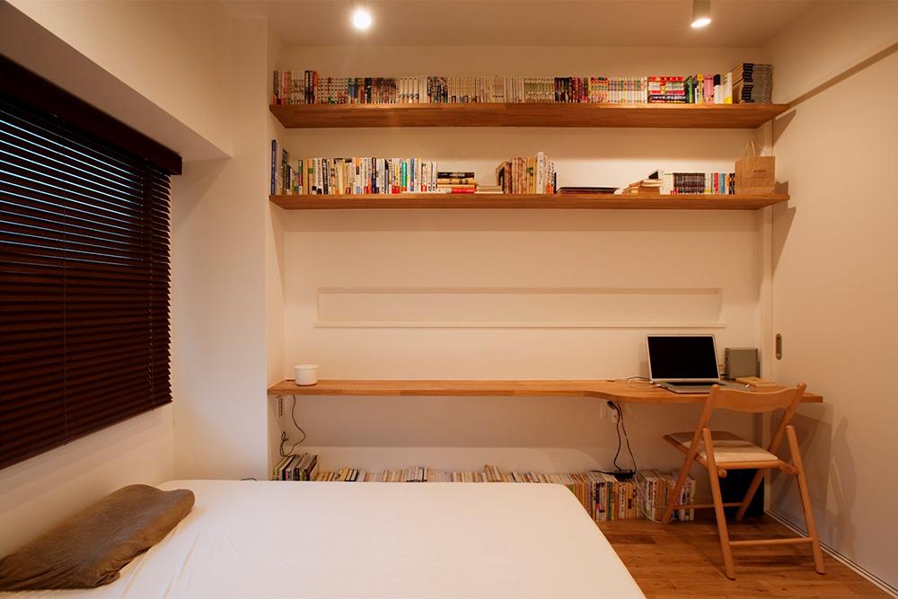 寝室内に書斎を配置