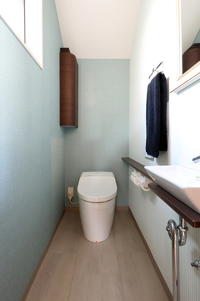手洗い器やタオルホルダー等もコーディネートした例
