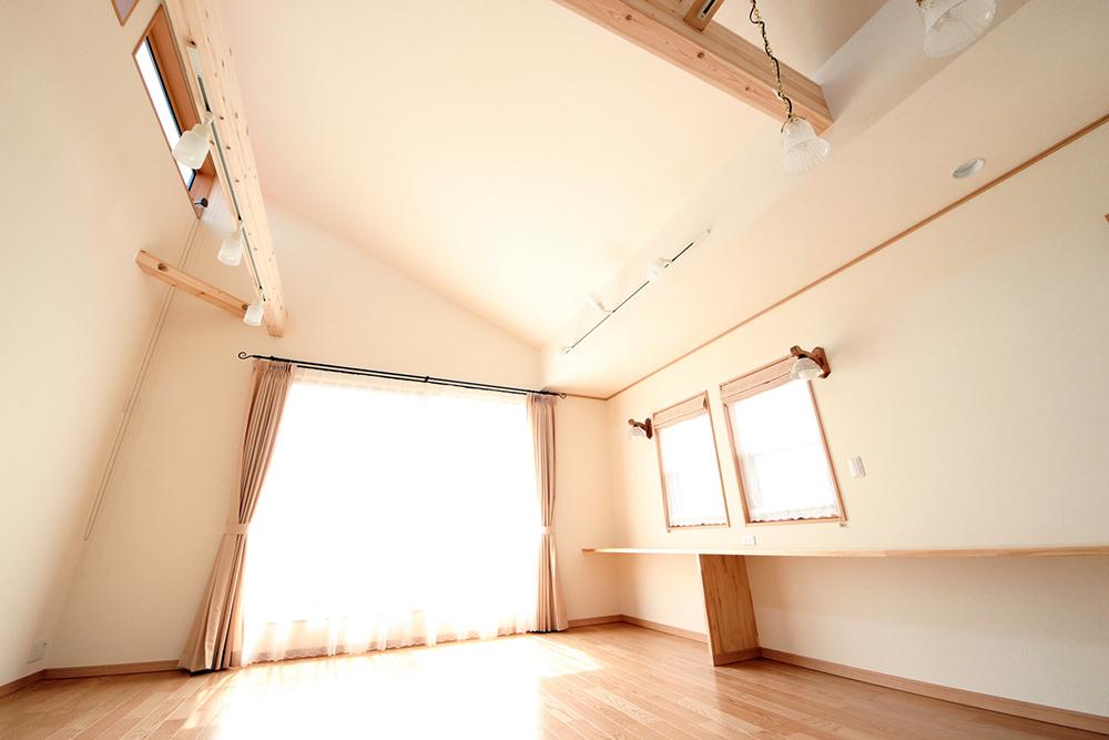 勾配天井と窓