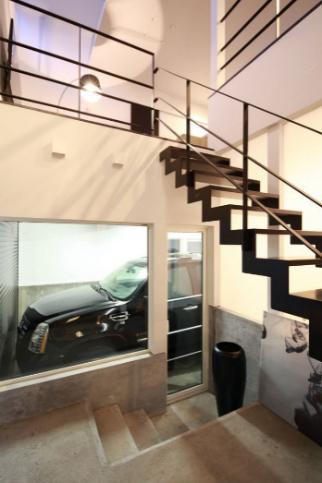玄関や2階のLDKからも車を眺められる間取り