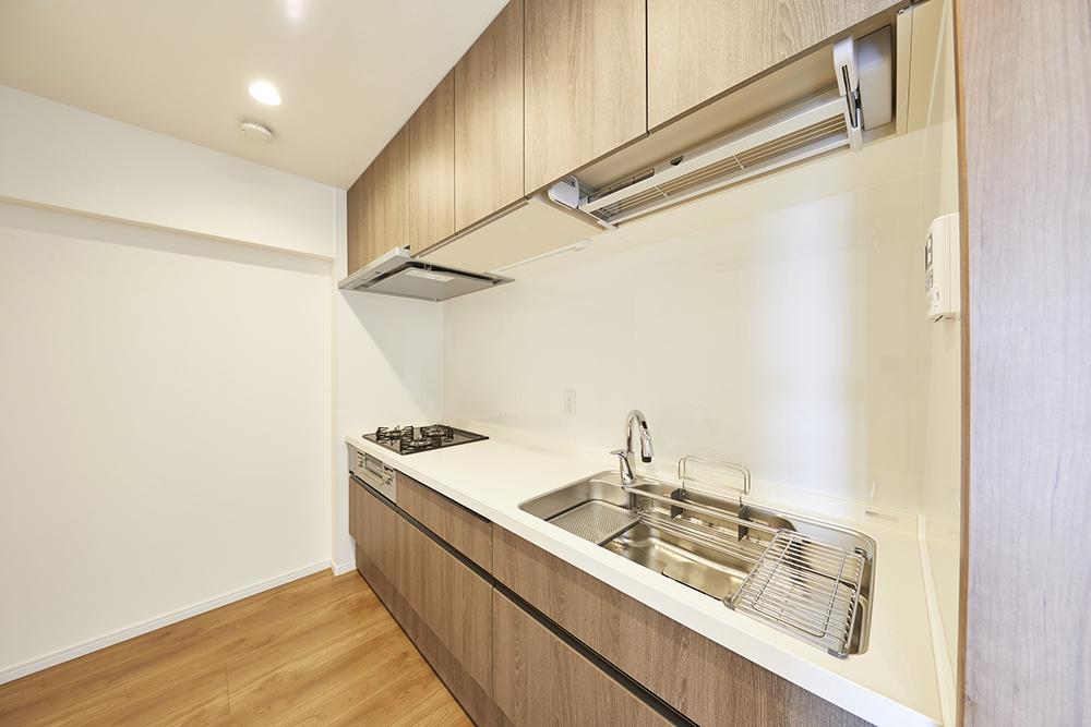 天板は人大、シンクはステンレスのキッチン