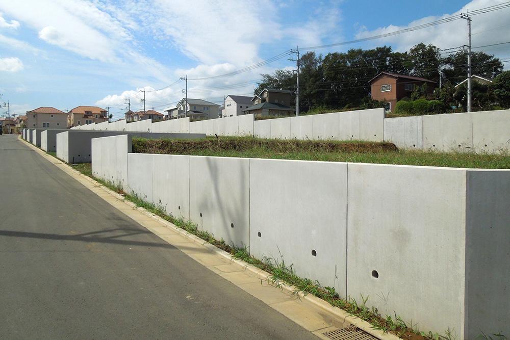 コンクリート擁壁の写真