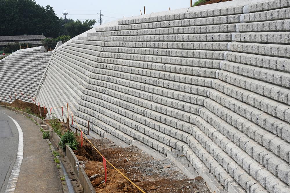 コンクリートブロック積み擁壁の例