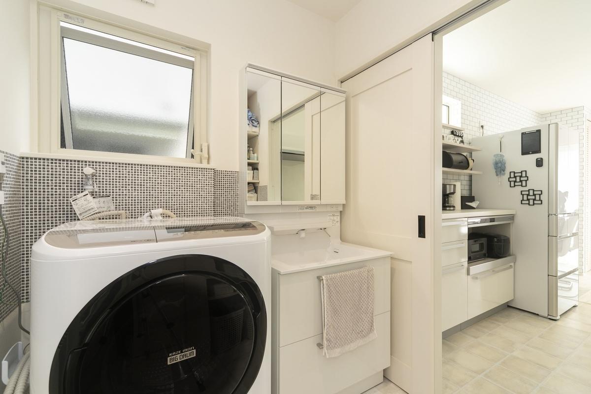 キッチンから洗面室へ行ける家事動線