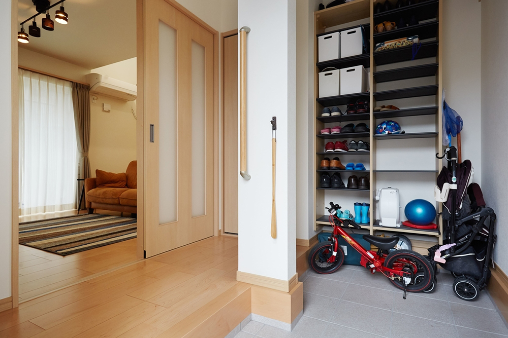 ベビーカーや自転車が置ける玄関