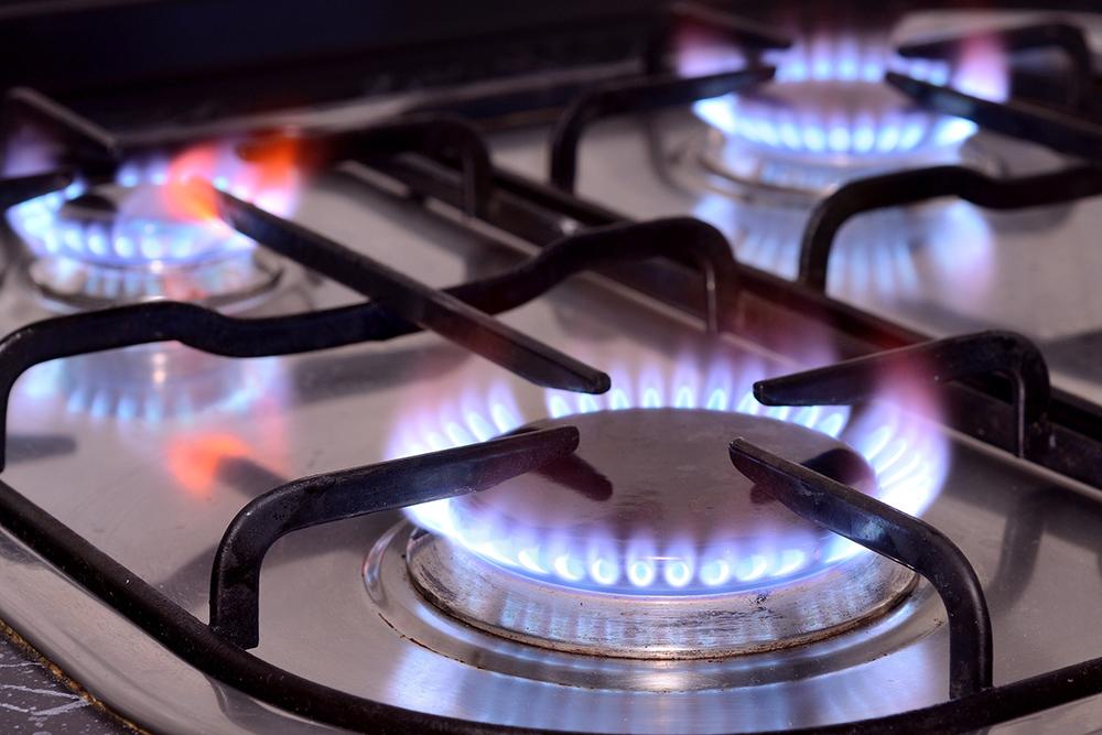 火を入れたコンロの写真