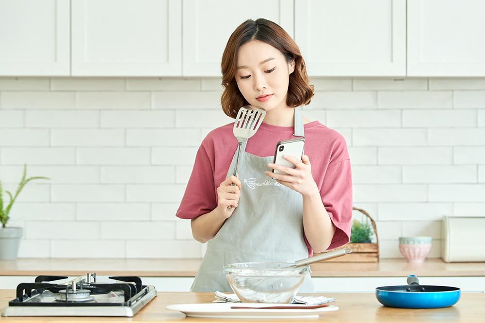 料理をしようとする人の写真
