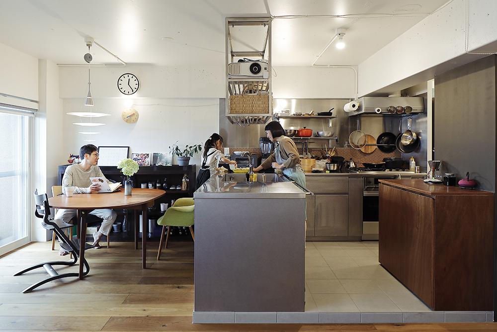 <case01>回遊動線のキッチンが主役の住まい