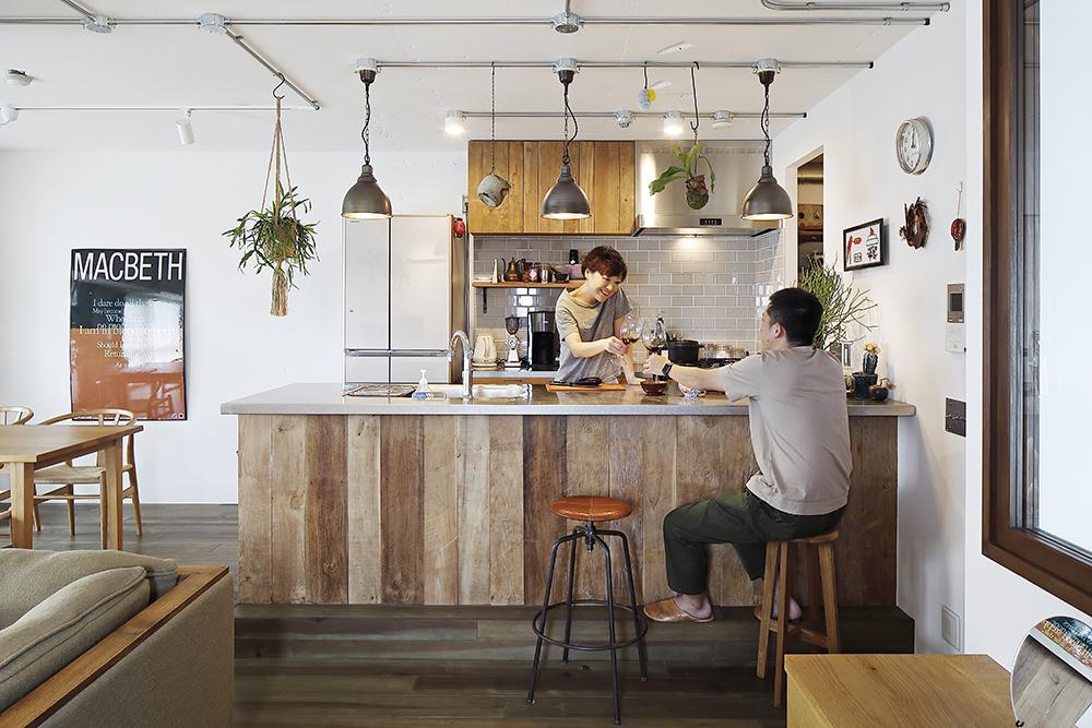 <実例1>壁付けI型→オープンII型にして、バーカウンターのようなキッチンに