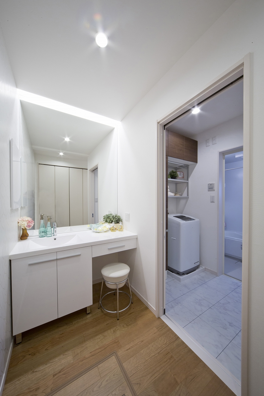 浴室が並ぶ空間の例