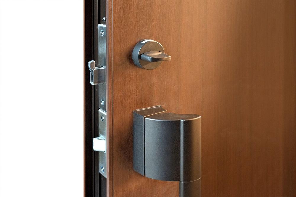サムターンがついている玄関ドア