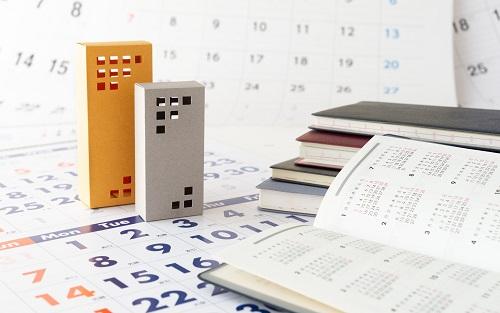 マンションとカレンダーの写真
