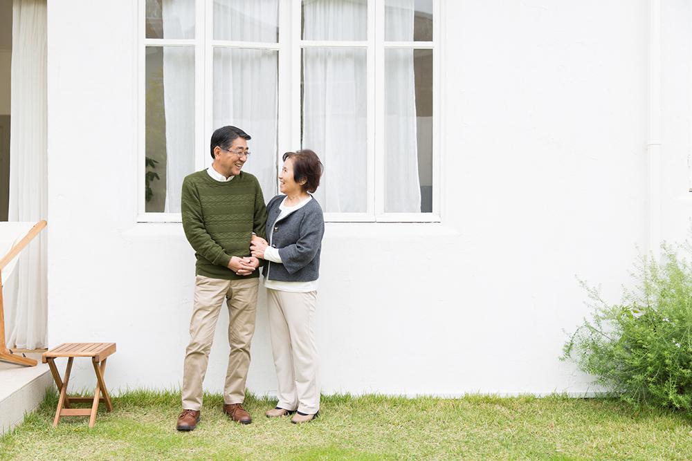 平屋に住む夫妻のイメージ