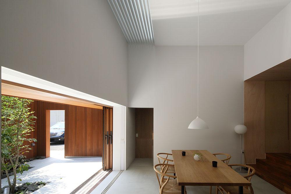 木製サッシの引き込み窓