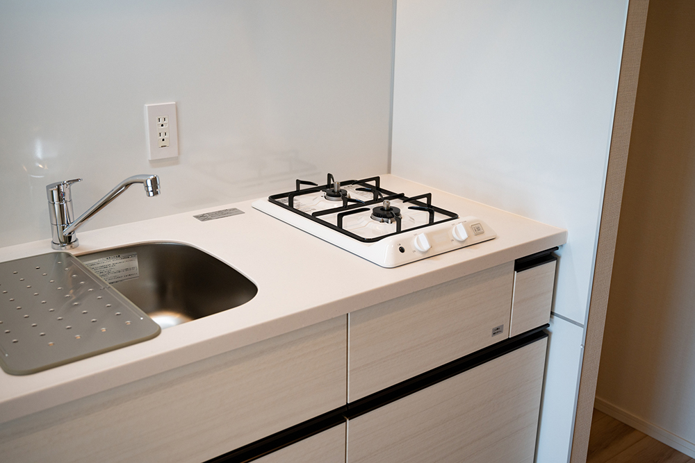 もとの押入スペースに設置したコンパクトなキッチン