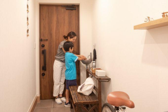 手洗いカウンターを設置した玄関