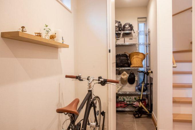 自転車も置ける広い玄関