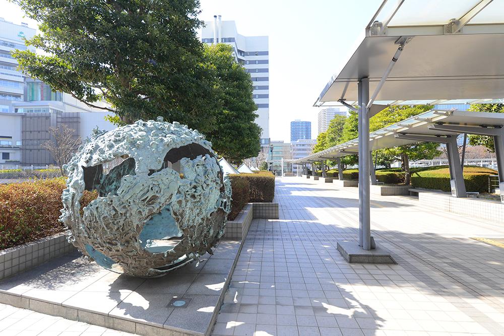 さいたま新都心駅西口のアートオブジェ