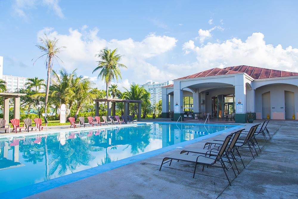 プールのあるリゾートマンションのイメージ