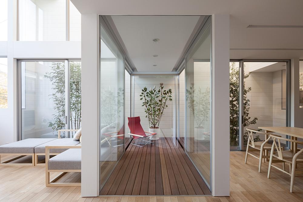 室内環境に近い外部空間であるインナーテラスの事例