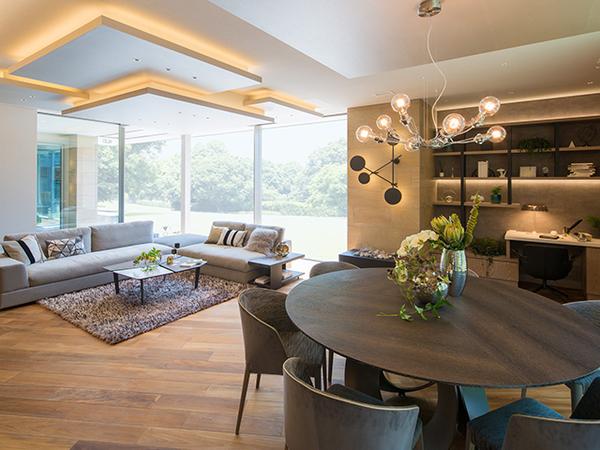 優れた住宅性能を持つ「ツーバイネクスト構法」の魅力は、広々としたスパンのワイドな空間、伸びやかで開放感を楽しめる吹き抜けなど、空間を自由にプランニングできることである。「無駄な間仕切りのない空間がほしい」、「趣味を満喫できるオリジナル空間がほしい」など、家づくりの楽しみを広げてくれるのも優れたテクノロジーがあるからこそ可能なのだ