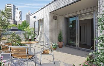 自分だけのプライベートガーデンで、思う存分、自然とふれあうことができる。また屋上は太陽光発電システムを設置する場所としても最適だ