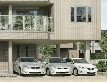 柱・梁の架構体バリエーションを増やすことにより、プラン対応力をさらに強化。最大で9m※(当社従来8.1m)のワイドスパン(柱とばし幅)を対応可能にし、広い店舗スペースや、車を3台並列駐車しても余裕のあるガレージを設けることが可能に。※階数や架構体種類により、柱とばし幅は異なります