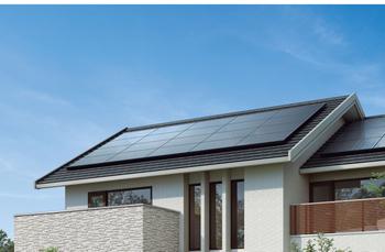 太陽のエネルギーで電気を創る太陽光発電システムにより、ZEHの目標であるエネルギーゼロを実現。創った電気は自宅で使い、余った電気は売電することができるので、光熱費を抑えることが可能