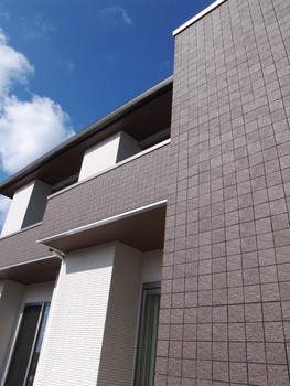 スマートエブリ ZEROは、耐候性・耐汚性・耐傷性などに優れた外壁タイルを採用。この外壁タイルは自然素材ならではの高級感や重厚感だけでなく、汚れやホコリを付きにくくする耐汚性などを兼ね備えた優れた素材のため、いつまでも美しさが続きメンテナンスの手間やコストを削減することができる
