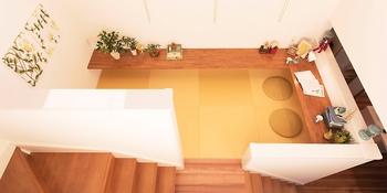リビング階段の途中に勉強や読書、ご家族の交流の場として使える踊り場をつくることも可能だ。限られたスペースを有効活用した、立体的な変化も楽しめる個性的な住空間。限られた敷地を最大限に使える空間設計のノウハウがタマホームにはある