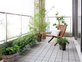 3階のバルコニーは眺望を堪能できるだけではなく、プランター植栽なども楽しむことができる。また2階バルコニーは3階部分が屋根となるので雨の日でも洗濯物を安心して干すことができる。3階建て住宅のバルコニーは、様々な使い方ができることが魅力だ