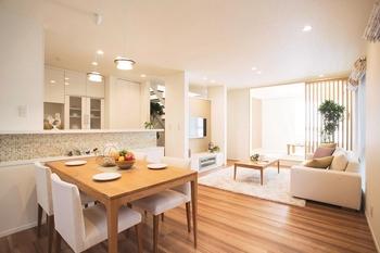 理想の住まいは家族によって異なる。「大安心の家 PREMIUM」は、夢をかなえる自由設計。たとえば、ホテルのような上質な空間にしたい、対面キッチンで料理を楽しみたい、ゲストがたくさん呼べるパーティルームがほしいなど、間取りから外観デザインまで、ライフスタイルやセンスにあった多彩なプランが実現できる
