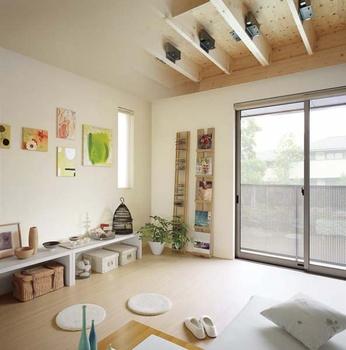上階の音を抑える床制震ダンパー。減衰ゴムを使い、子どもの飛び跳ねなどの衝撃音を吸収し音を軽減する。天井や床の複層構造や遮音フローリングなどの生活音対策にもなる