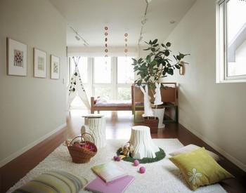 お子さまの成長に合わせて間仕切りできる「2ドア1ルーム設計」の子ども部屋。ふたりの子ども部屋、勉強部屋+子どもの寝室、子どもといっしょの主室など、ライフスタイルやライフステージの変化に合わせて自由に活用できる