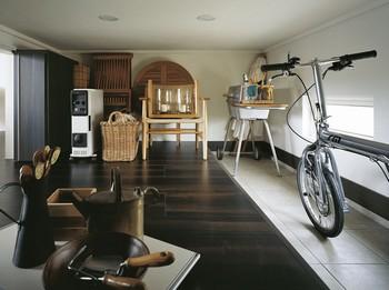 リビング横の大収納空間「蔵」。玄関側からの入口や土間も設けられる