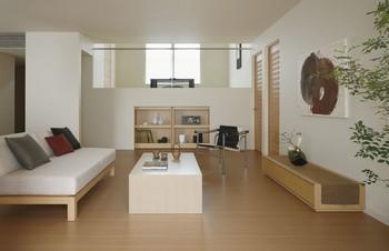 飾り棚として使用できる扉の蔵引戸収納は、日常のこまごましたものを収納したり、インテリア小物を飾ったりするのに最適