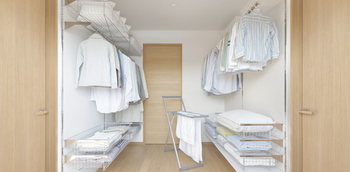 2階の「リフレッシュクロゼット」。洗濯物を掛けたまま乾燥・除菌でき、洗濯の負担を軽減