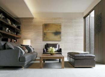 親世帯ゾーンに設けられた「セカンドコモンズ」。寝室や階段、屋外のデッキの3方向とダイレクトにつながり、ライフスタイルに合わせて活用できる。ルーバー建具で自在に間仕切り可能