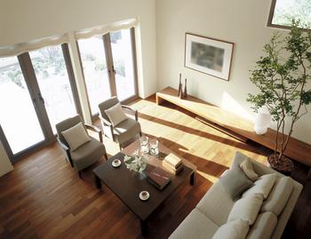居室は天井高約2.7mが基本だが、1階に大収納空間「蔵」を設けることで天井高約3.5mの大空間も可能に。2階の「蔵」は下階に生活音が伝わるのを抑え、二世帯が気兼ねなく暮らせる